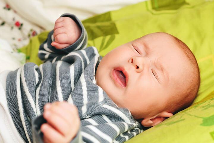 estornudo en bebés