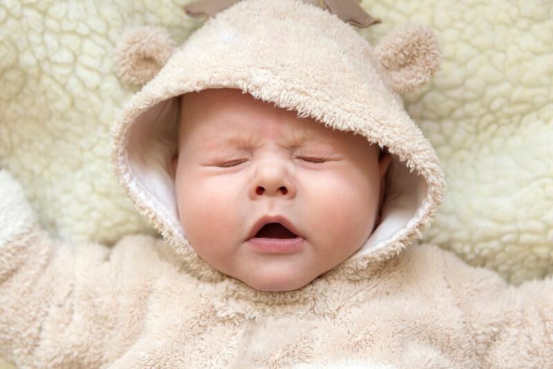 Mi bebé tose y estornuda mucho