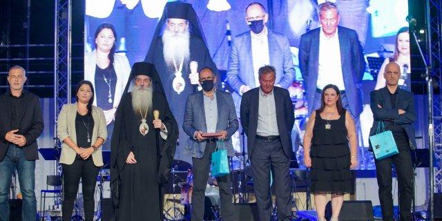 Ήταν όλοι εκεί να στηρίξουν τη μεγάλη φιλανθρωπική δράση της Ιεράς Μητροπόλεως Πειραιώς.