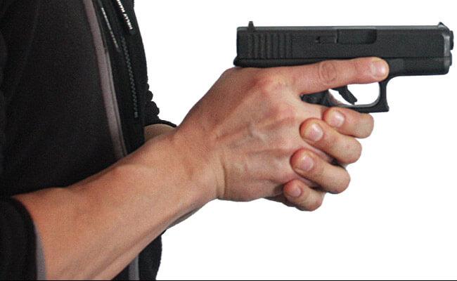 3 Teknik Dasar dan Cara Menggenggam Pistol Yang Efektif