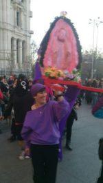 El morado o violeta oscuro: color tomado por las feministas y usado por los que no preguntan a expertos.