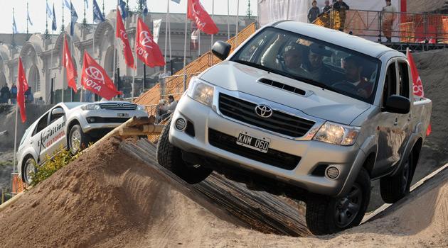 Toyota exhibe sus novedades en La Rural 2013