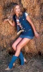 Tania Budi, într-o ședință foto pentru VIVA! în 2001
