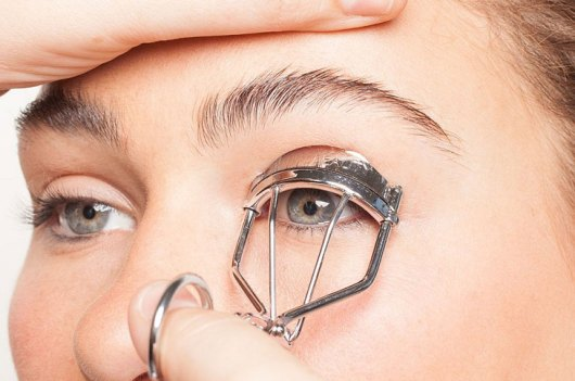 Curl your lashes the right way