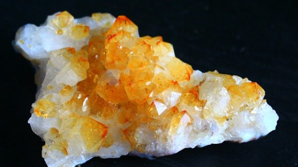 Gemstone Citrine characteristics, history, meaning and powers