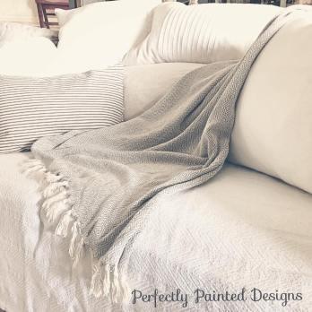 farmhouse style, farmhouse living room, layered sofa, sofa cover, farmhouse sofa, farmhouse throws, farmhouse pillows, casual sofa, comfy sofa, comfy couch
