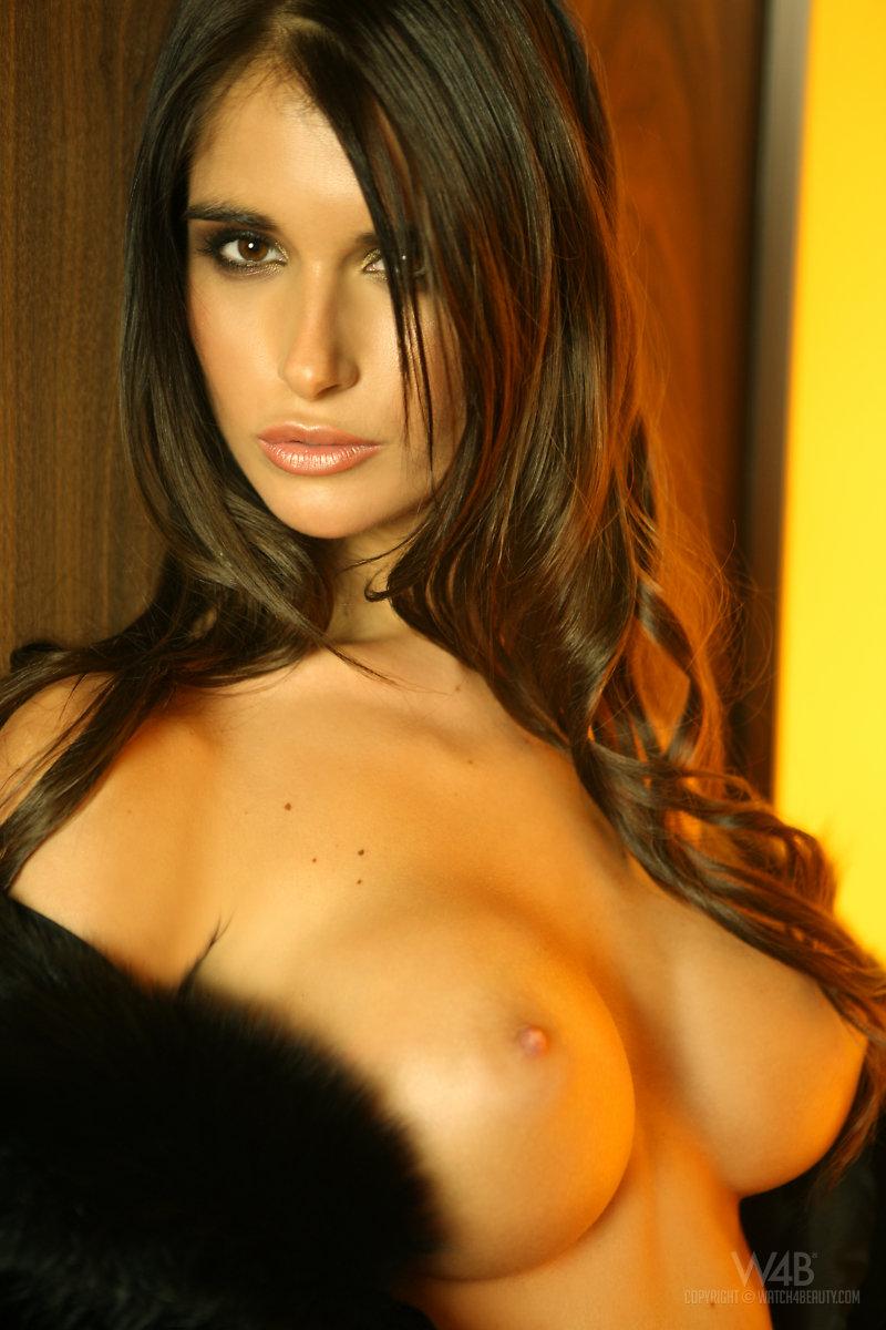 Hot Nude Model Nessa Devil In Heels