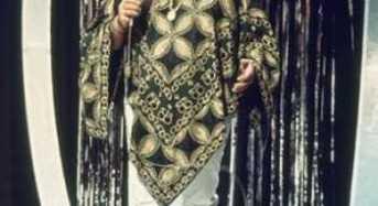 Ντέμης Ρούσσος  διεθνούς φήμης έλληνας τραγουδιστής, που γνώρισε παγκόσμια επιτυχία