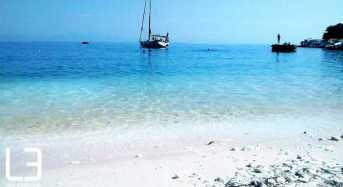 Λευκά και τιρκουάζ χρώματα στην πιο ιδιαίτερη παραλία της Βόρειας Ελλάδας
