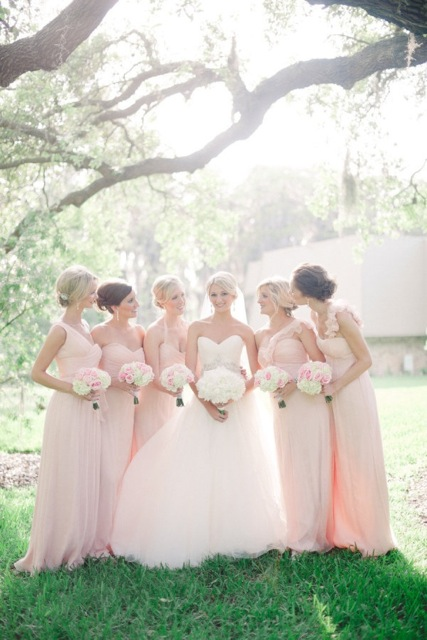 Image by Divine Light Photography via Style Me Pretty