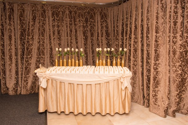 Sparkly gold wedding at crest hollow country club 55