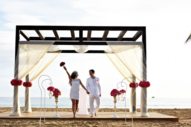 Destination Wedding Giveaway by Destify