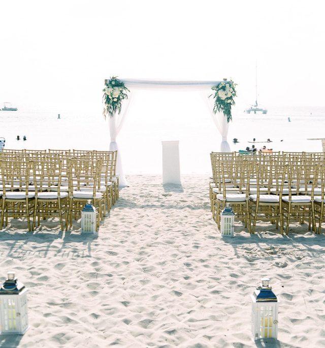 Aruba Marriott outdoor wedding ceremony - beach wedding theme - perfête wedding destination