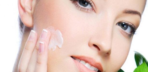 Protetor solar para pele oleosa: qual o melhor?
