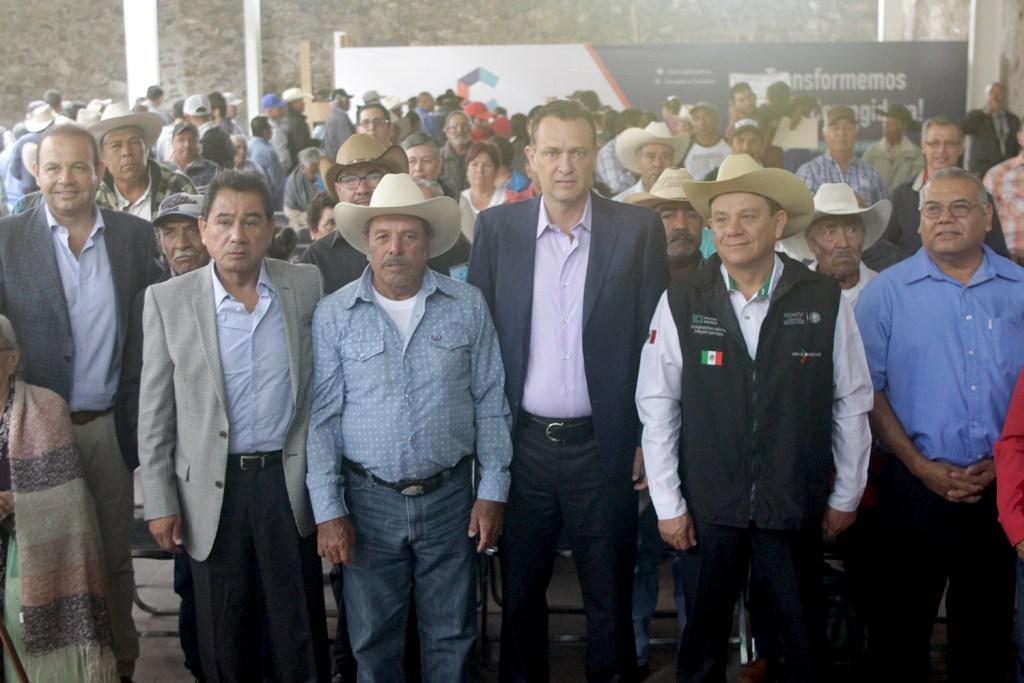 Mauricio Kuri González, presidente municipal de Corregidora, encabezó la entrega de 168 documentos agrarios