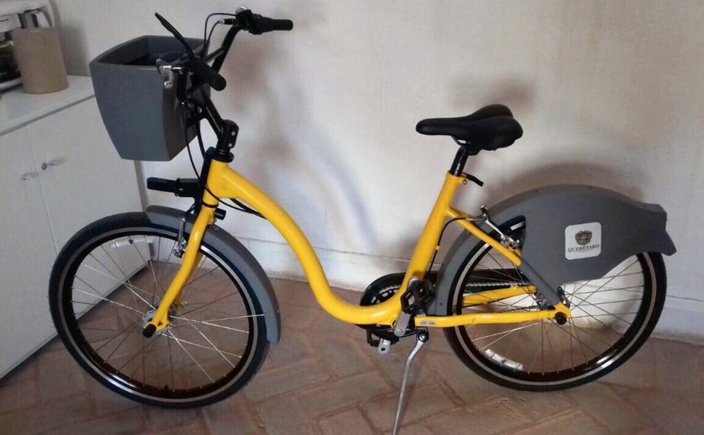 Las bicicletas están construidas con un cuadro especial de aluminio que brindará mayor estabilidad al usuario, una placa de identificación, su peso de 18 kilos.