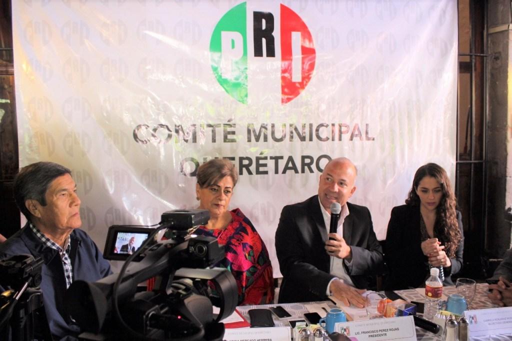 El Presidente del CDM del PRI en Querétaro, Francisco Pérez Rojas, y la Diputada local, Leticia Mercado Herrera, presentaron la Iniciativa del Ley para modificar el Código Civil.