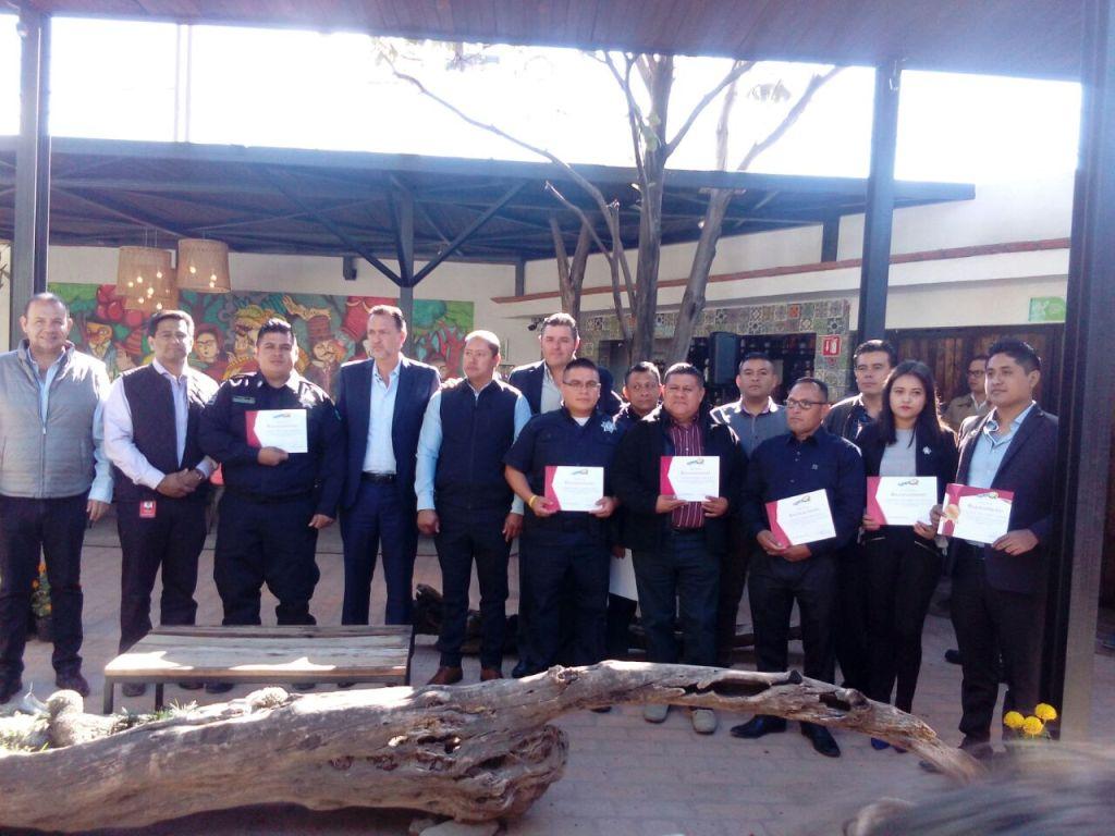 8 elementos del área de Seguridad Pública de Corregidora, fueron reconocidos por su trabajo a favor de la seguridad por parte de una empresa privada.