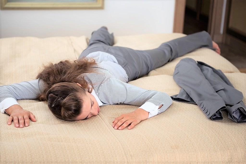 Las personas con fatiga crónica pueden presentar debilidad física y emocional.