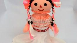 Pide el Alcalde de Amealco frenar la venta de muñecas chinas en Liverpool