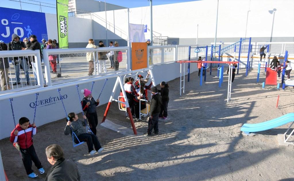 """l presidente municipal de Querétaro, Marcos Aguilar Vega, encabezó la entrega de la rehabilitación de la Unidad Deportiva """"Las Américas"""""""
