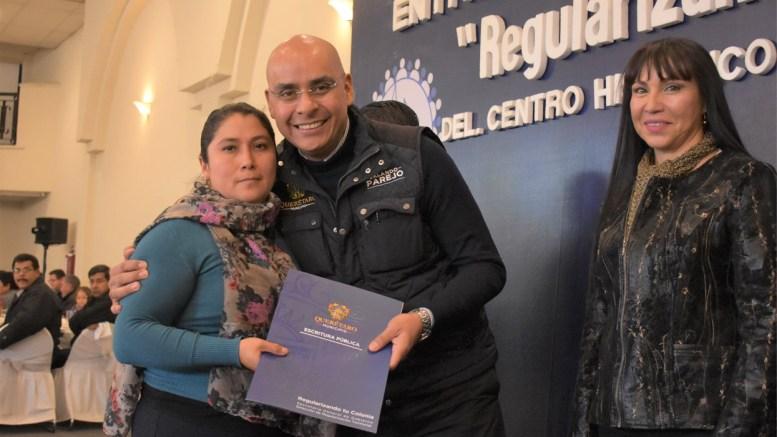 Marcos Aguilar entrega escrituras a familias de 4 colonias de Querétaro Capital