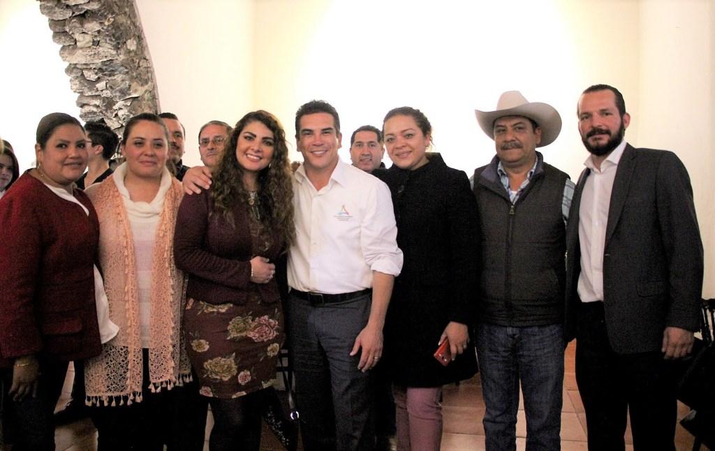 Toman protesta a candidatos a diputados locales del PRI en Querétaro.