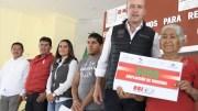 Mario Calzada y la SEDATU entregan apoyos a la vivienda en El Marqués
