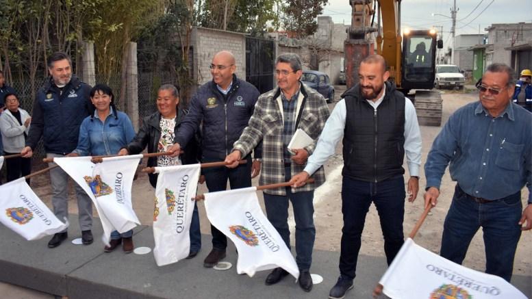 Marcos Aguilar entrega obras de urbanización en colonias de Querétaro Capital.