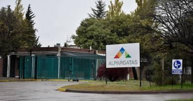 Alpargatas confirma que deja el negocio textil en la Argentina