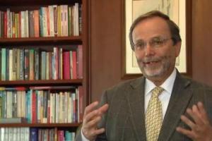 """""""Colombia necesita una política de dotación de textos escolares para la educación pública"""", Enrique González Villa"""
