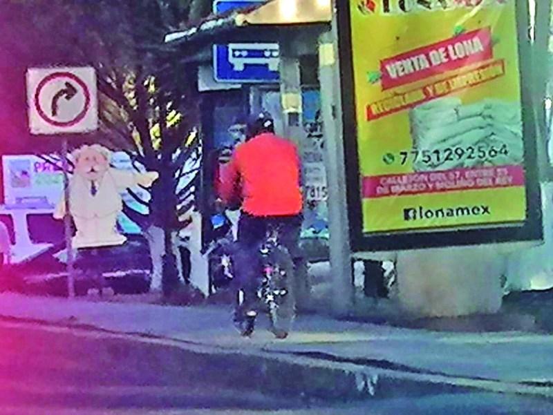 Para evitar ser atropellados por los automovilistas, muchos ciclistas invaden los espacios de uso peatonal, sin tomar en cuenta que se convierten en potenciales atropelladores peatonales.