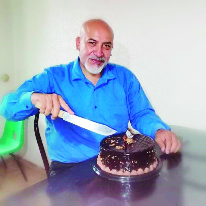 Salomón Vargas partió más de tres pasteles por su Cumpleaños.