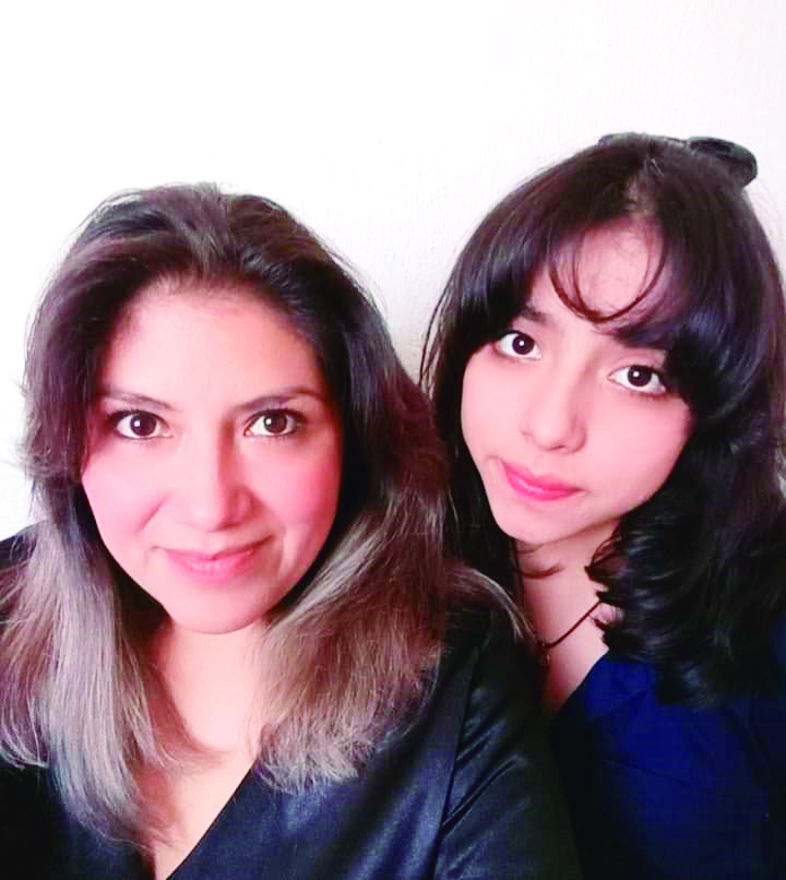 Amelia Paredes y su hija.