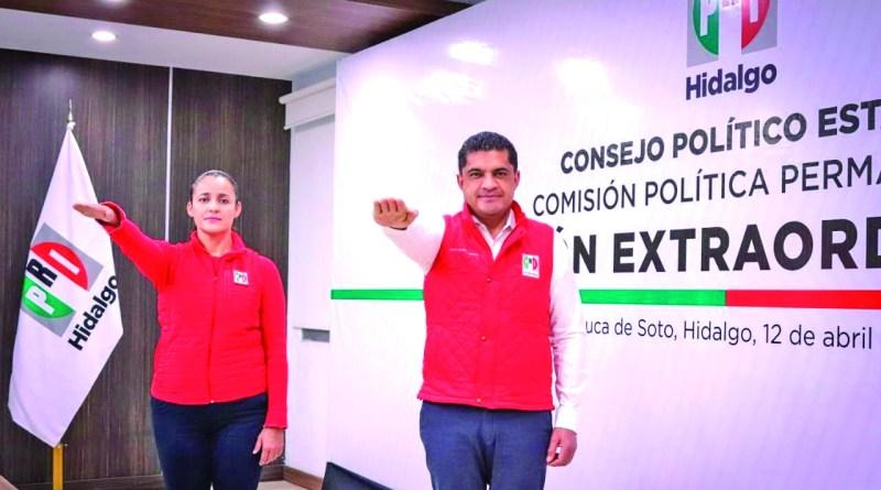 """""""El PRI se consolidará como la primera fuerza política del estado. Hoy tenemos un partido fuerte, unido y ganador, con una inercia de victoria que difícilmente van a poder detener"""", dijo Julio Valera al asumir la dirigencia del PRI acompañado por Paola Domínguez, como secretaria general."""