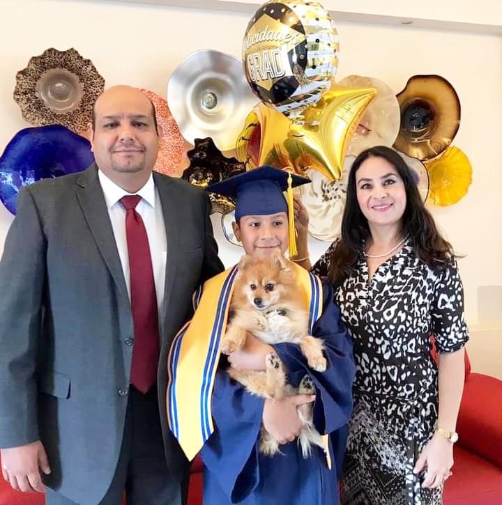Marcos Souverbille Flores salió de primaria aquí con sus orgullosos padres.