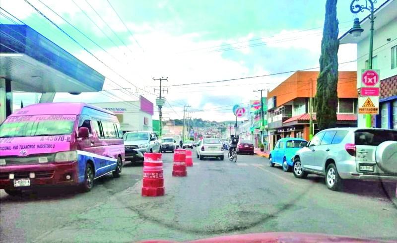 Elementos de Movilidad y Transporte de Tulancingo se vieron muy activos la noche del jueves, en la avenida Lázaro Cárdenas, para desahogar un poco la salida del centro hacia la parte poniente de la ciudad, operativo que los automovilistas vieron con buenos ojos.