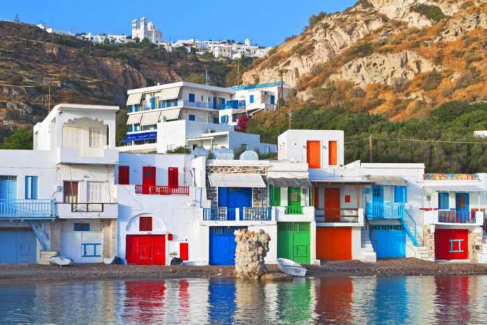 Το υπέροχο Ελληνικό νησί που δημιουργήθηκε από ένα ηφαίστειο. Σπάνια ομορφιά με ασυνήθιστα και εντυπωσιακά τοπία
