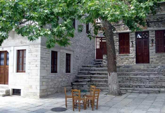 Tο «παράξενο χωριουδάκι» της Ελλάδας: Παντού μάρμαρο και οι κάτοικοι του μιλούν Κρητικά.. Αλλά δεν βρίσκεται στην Κρήτη!