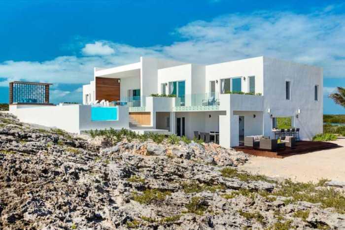 Μοναδική κατοικία με θέα στο απέραντο γαλάζιο!