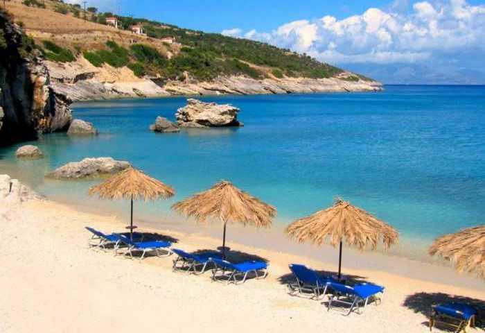 Η ελληνική παραλία που τα νερά της περιέχουν θειάφι! Κολυμπώντας θεραπεύεις πόνους και αρθρίτιδες!