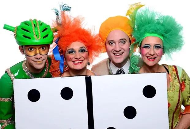 12- La obra Juego de Clownies, dirigida por Virginia Kauffman, se presentará tanto en el Espacio Cultural Carlos Gardel (Olleros 3640, del 21 al 27 de Julio, 16hs) como en el Espacio Cultural Julián Centeya (Av. San Juan 3255, del 28 de Julio al 3 de Agosto, 16hs).