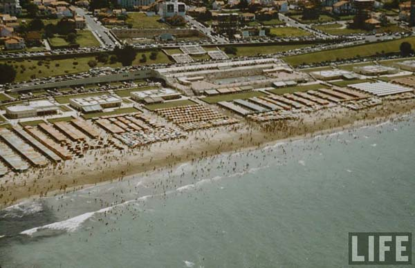 Playa Grande: Hoy, sobre las escalinatas que se ven en la foto está construido el clásico hotel Costa Galana.