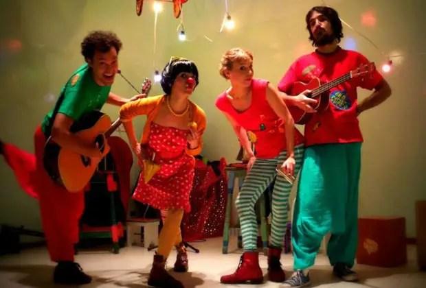 """7- El ciclo Música para Bajitos, organizado por el Ministerio de Cultura de la Nación organiza espectáculos gratuitos con grupos de la escena musical infantil, como Los Musiqueros o Anda Calabaza, en el Centro Cultural de la Memoria """"Haroldo Conti"""" y en la Casa Nacional del Bicentenario, donde también habrá circo, títeres, clown, narrativa y talleres. del 25 de julio al 3 de agosto. Más info: http://www.cultura.gob.ar/acciones/musica-para-bajitos/"""