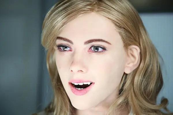 Scarlet-Johansson-robot3-600x400