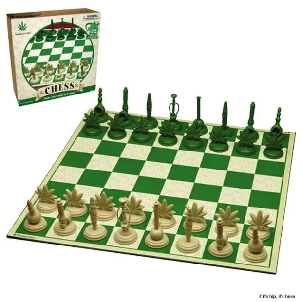 Stonerwear-Pot-leaf-chess-set1-IIHIH-w620