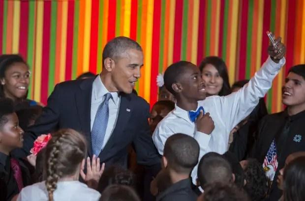barack-obama-con-un-joven-militante-en-washington-en-mayo