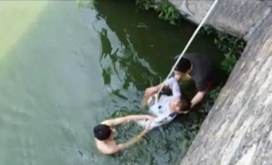 drowning-groom2-550x334
