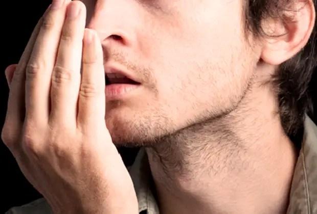 como evitar el mal aliento estomacal