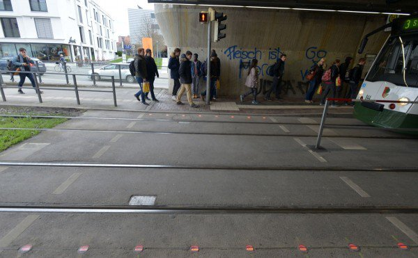 smombie-traffic-lights-600x371
